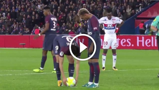 Neymar chce strzelać rzut karny, ale Cavani... [VIDEO]