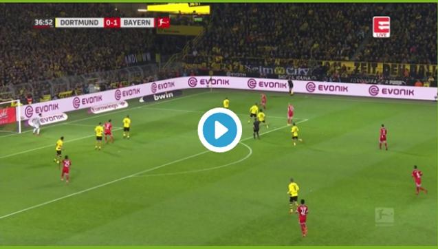 Lewandowski strzela gola piętą! [VIDEO]