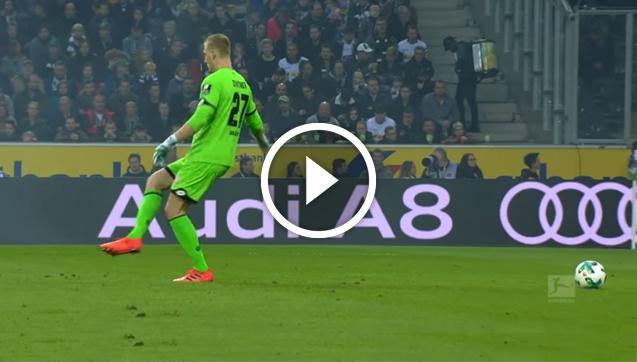 Bramkarz Mainz kopnął w niewidzialną piłkę... xD [VIDEO]