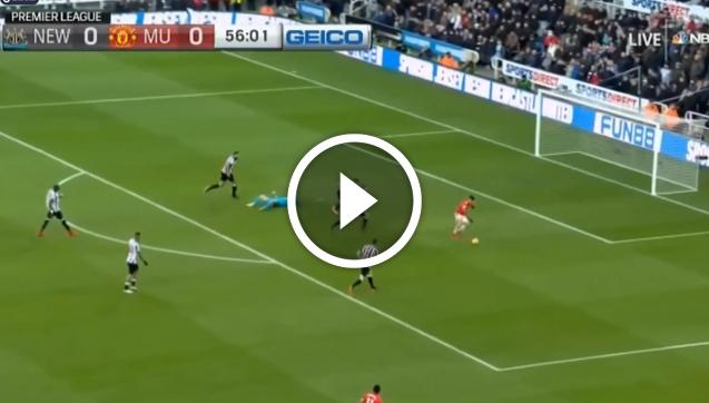 Sanchez ma przed sobą pustą bramkę i... robi to! [VIDEO]