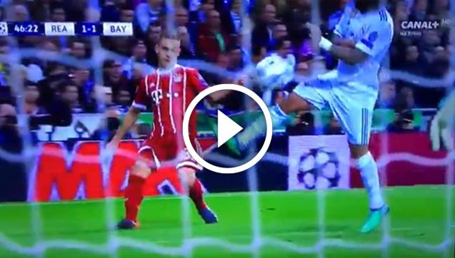 Kontrowersyjna sytuacja! Powinien być karny dla Bayernu? [VIDEO]