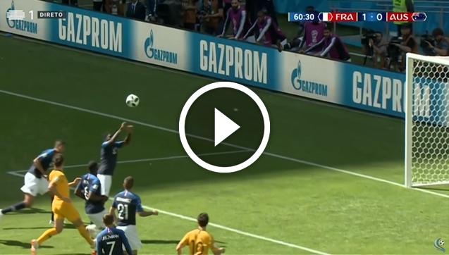 Umtiti zagrywa piłkę ręką i... RZUT KARNY! [VIDEO]