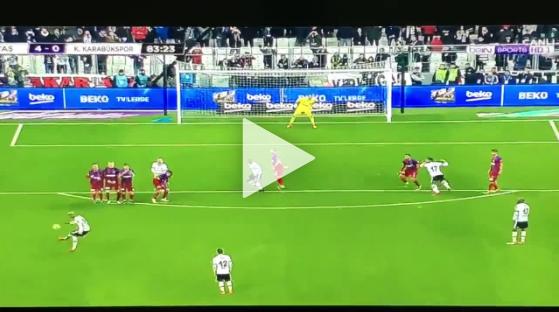 NIESAMOWITY gol z rzutu wolnego Talisci [VIDEO]